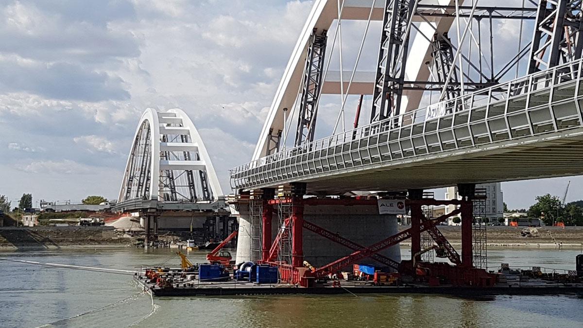 Део Жежељевог моста спојен са петроварадинске стране